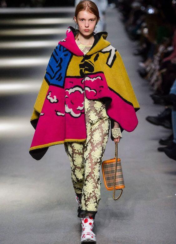 Semana de la moda de Londres, traje de Burberry.