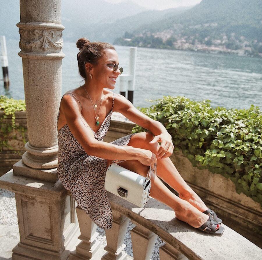 Paula Ordovás (my peep toes) con vestido de leopardo