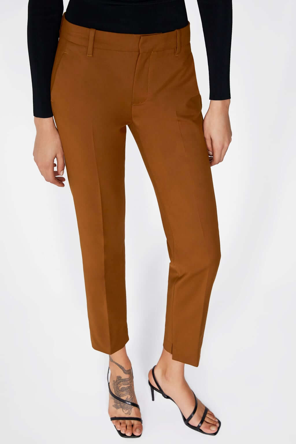 Pantalones de corte recto de color camel