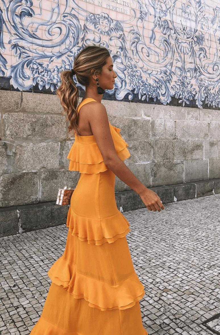 Vestido de volantes color mostaza