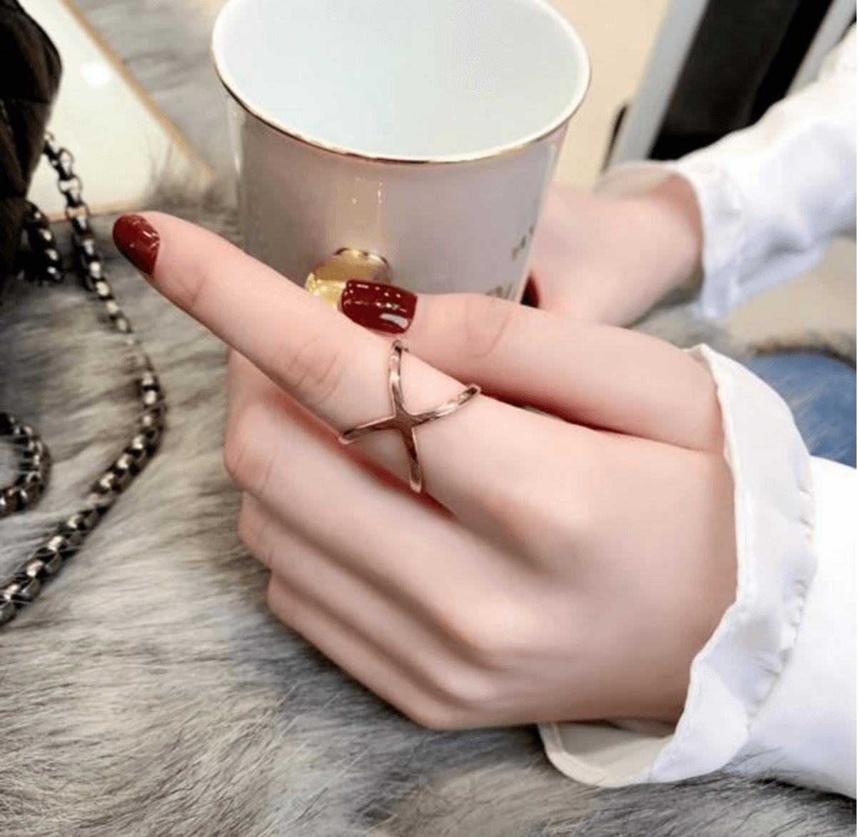Un solo anillo por mano.