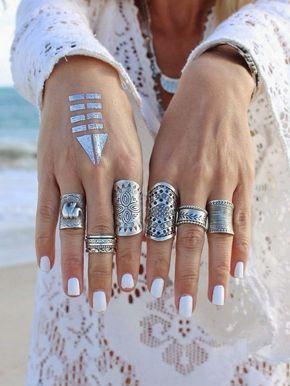 Combinación de anillos estilo bohemio.