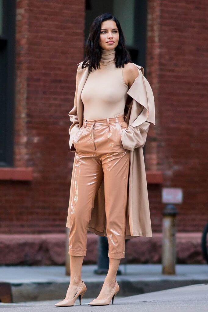 Outfit en color nude.