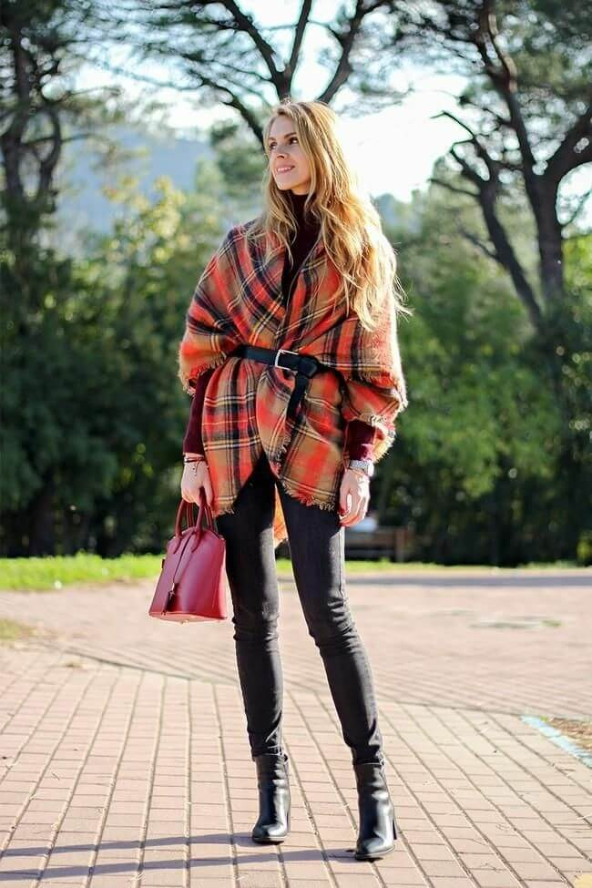 Una bufanda tipo manta se puede llevar a modo de abrigo.