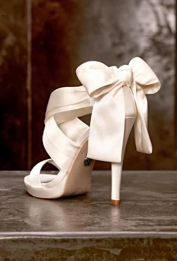 Sandalias romanas con lazo.