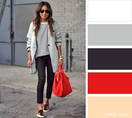 Chica con atuendo en colores neutros y detalle en rojo.