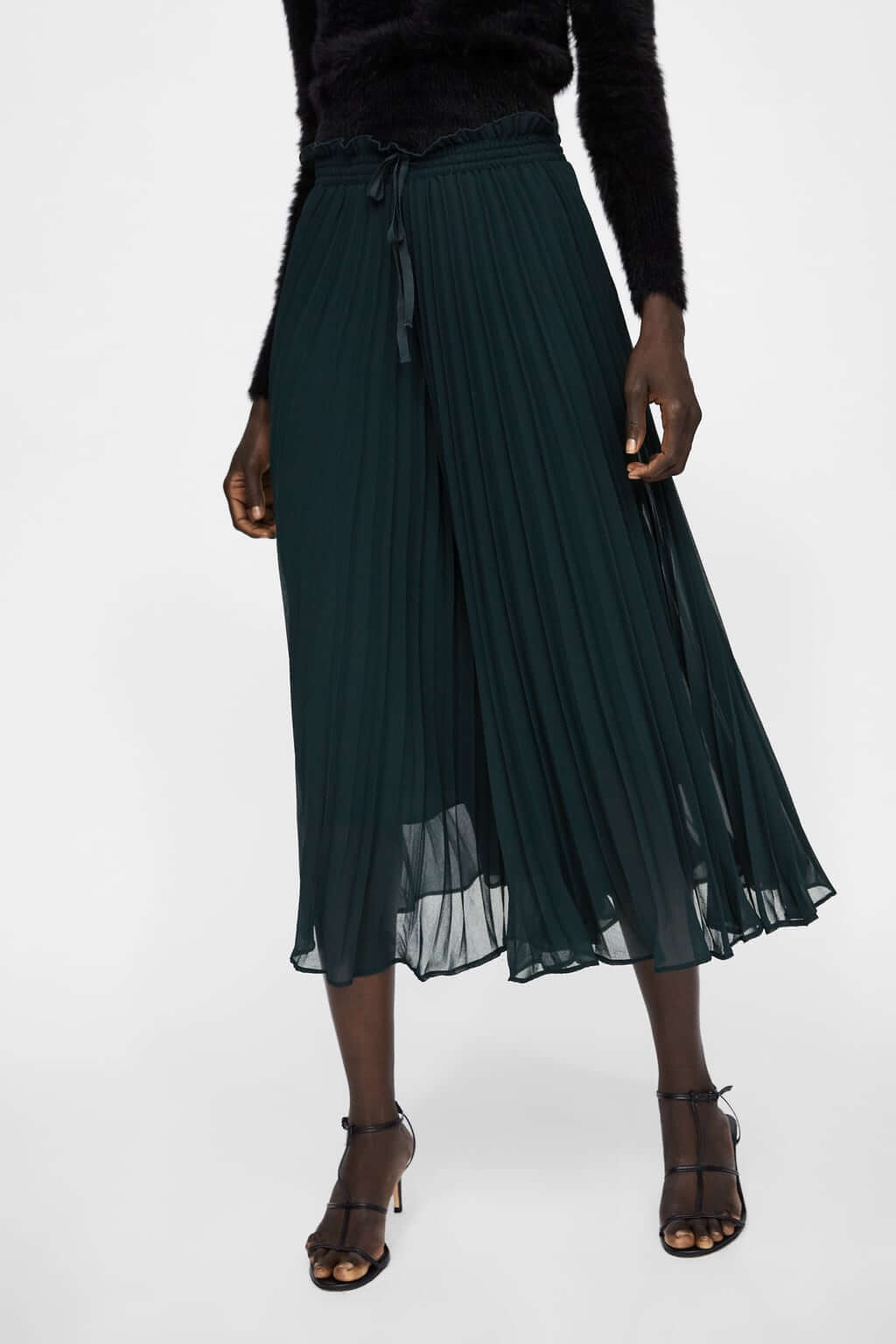 Pantalones plisados de tela vaporosa, verde oscuro.