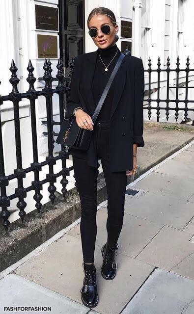 Look total black: jersey negro, con prendas del mismo color.