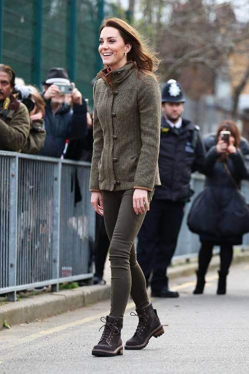 Street style de Kate Middleton caqui