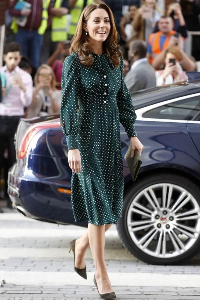 Kate Middleton con vestido midi de lunares