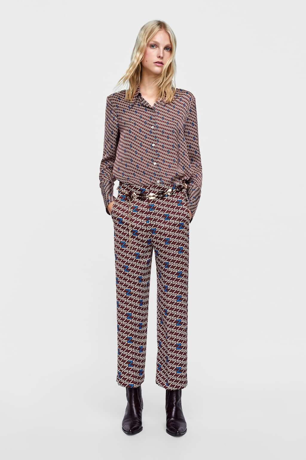 Pantalones con logo de Zara