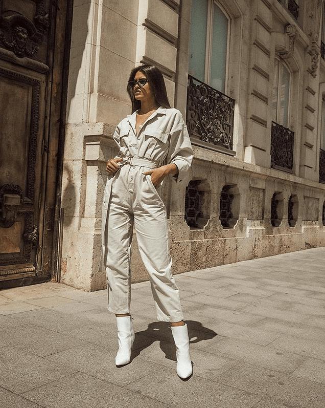 Marta Lozano con botines blancos.