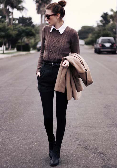 Look de pantalones cortos, medias panties, camisa, jersey y abrigo