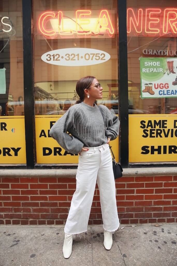 Paula Ordovás con pantalón blanco