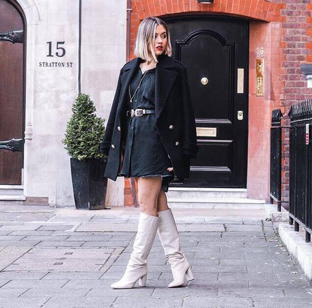 Toks con botines blancos de Zara.