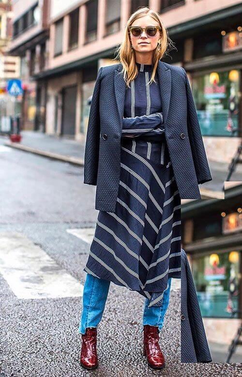 Look compuesto por varias capas, sobre un vestido a media pierna.