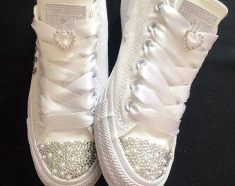 Zapatillas con brillos y lazos para bodas.