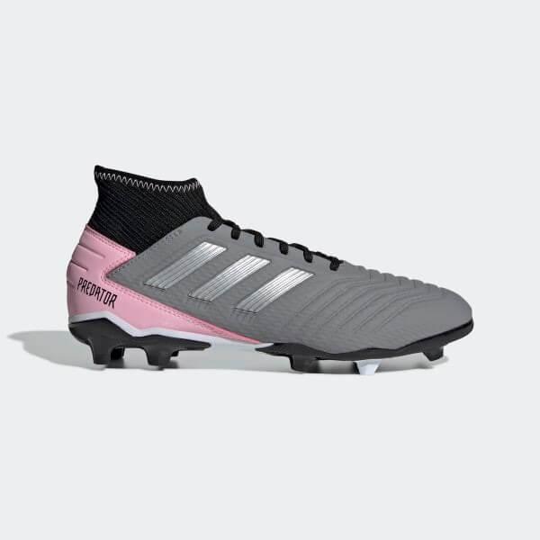 Zapatillas para fútbol.