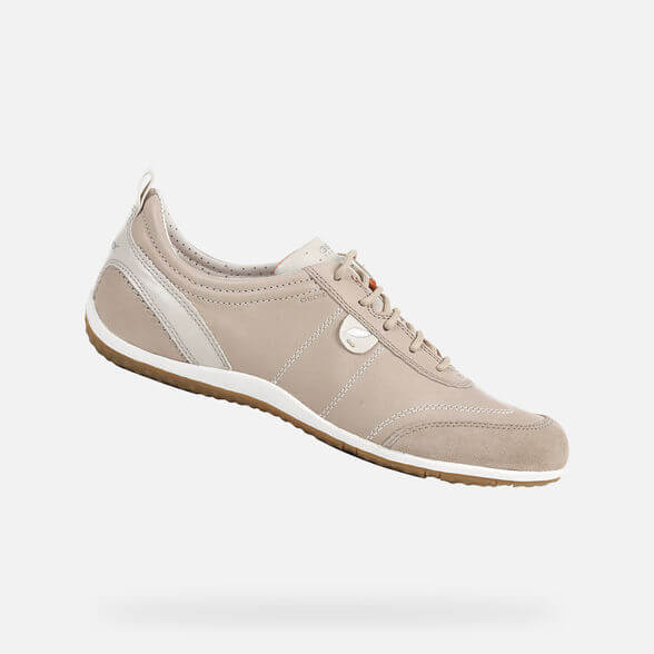 Sneakers GEOX en color nude.