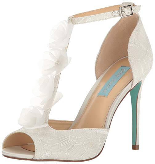 Zapatos perfectos para la boda: t-strap.