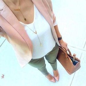 Combinar color rosa palo con el verde.