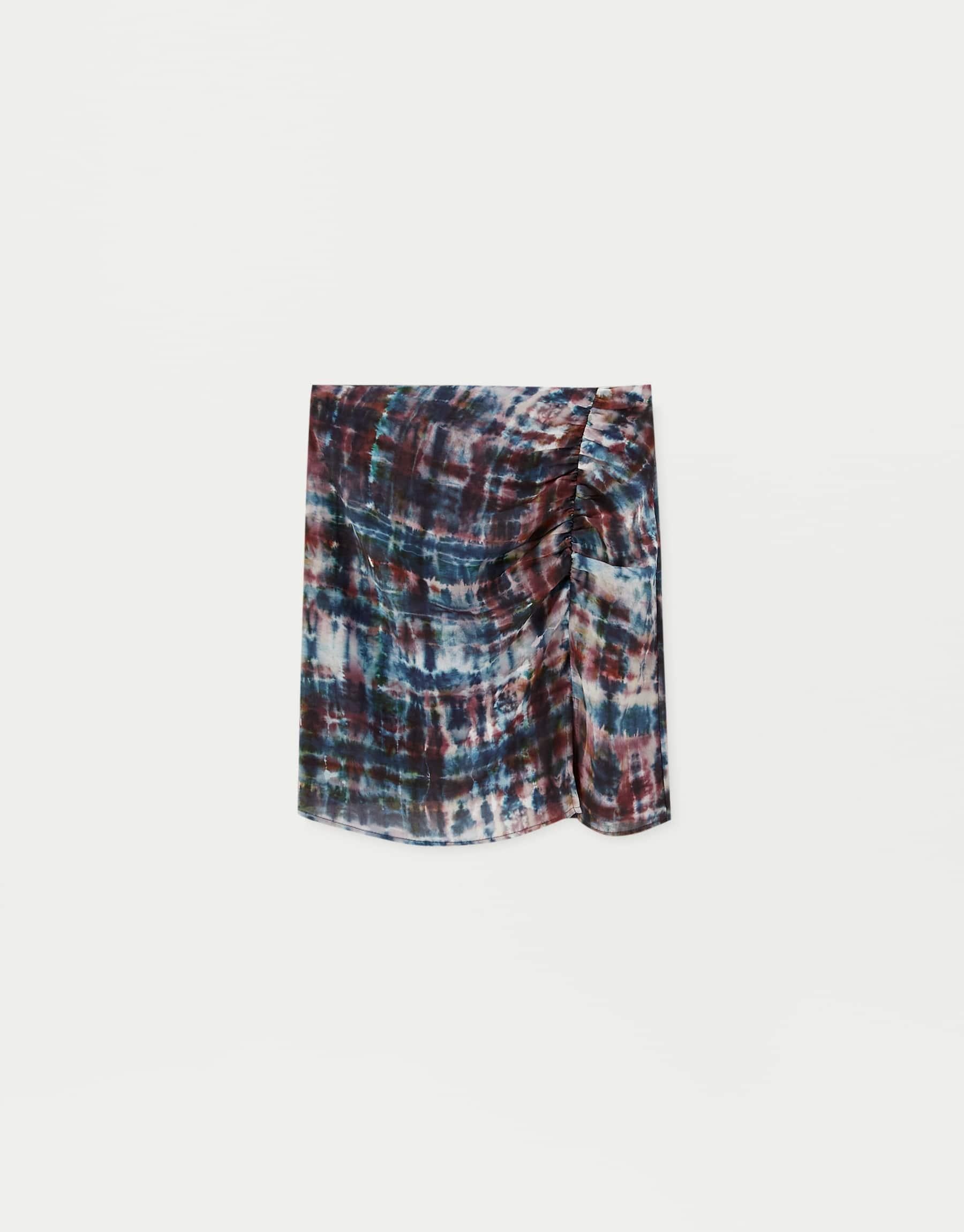 Falda estampada para el verano en colores oscuros.