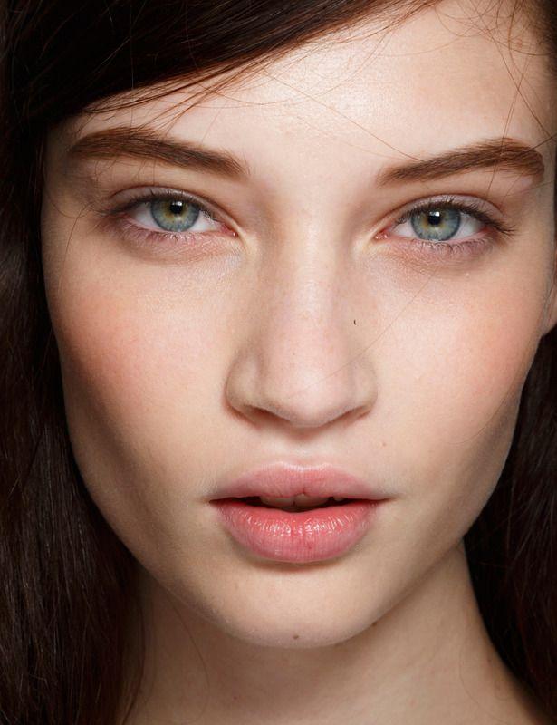 Maquillaje en color nude, con acaba natural.