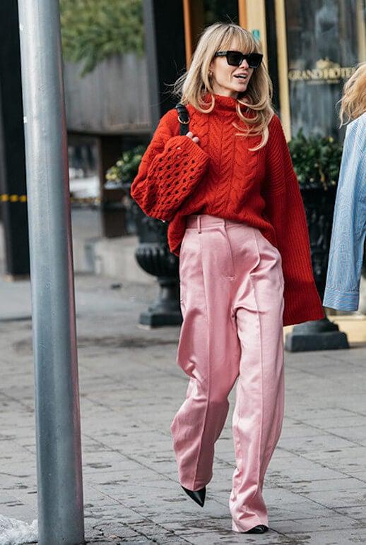 Look en rosa y rojo.