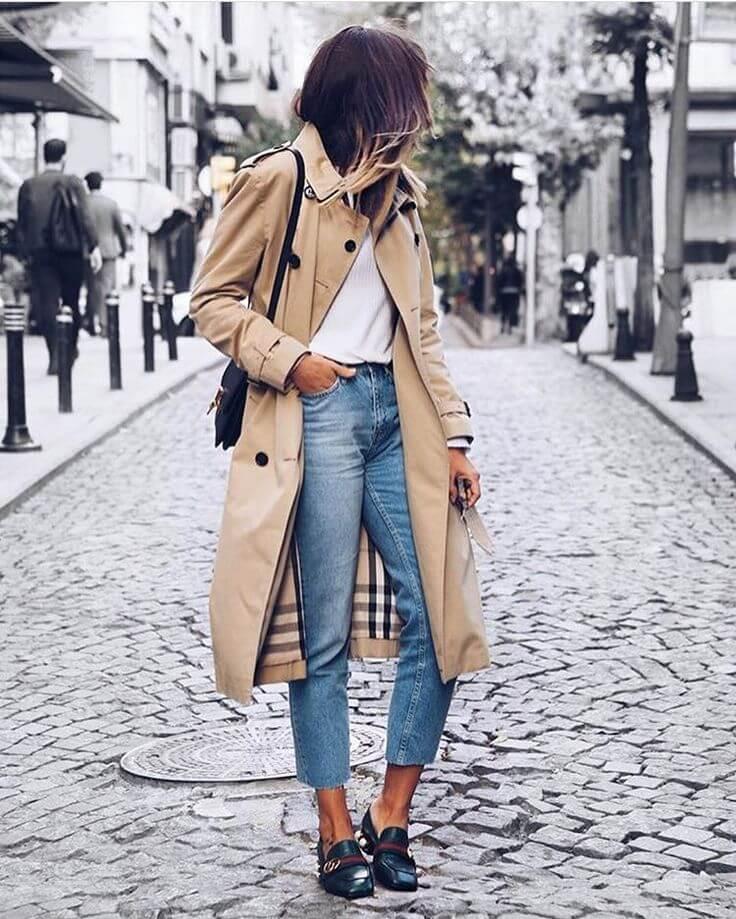Look clásico con trench al estilo french girl.