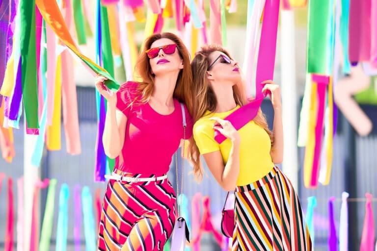 Combinar dos colores: una tendencia de moda